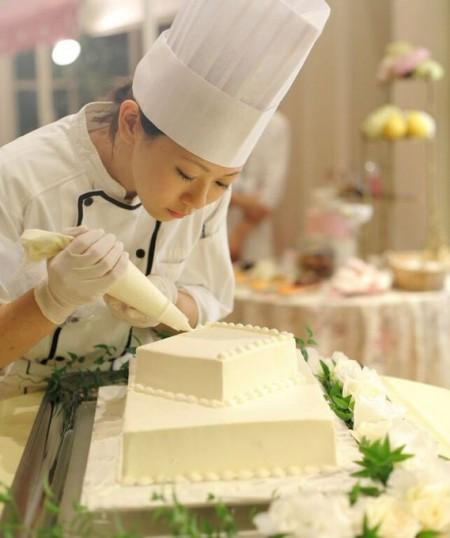 デザートビュッフェ|ウエディングパーティ|ケーキ入刀