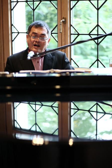 ウエディングパーティのピアニスト