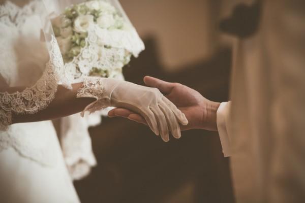 新郎新婦の手|ピエトラセレーナ