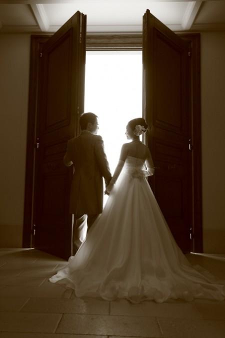 挙式を挙げる新郎新婦|ピエトラセレーナ
