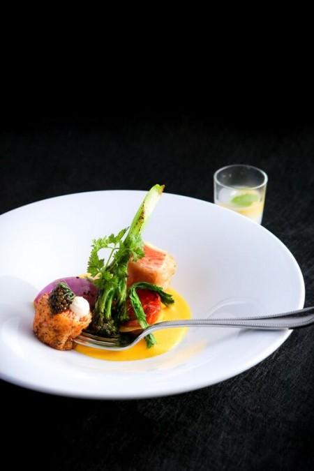 料理|日高産時鮭のフリチュール 発泡タルタルソース クラブケーキにキャビア・サワークリーム