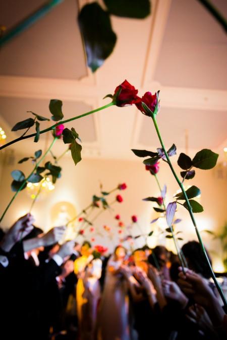 赤いバラ|結婚式のワンシーン