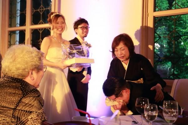 結婚式で感極まるお父様|ピエトラセレーナ