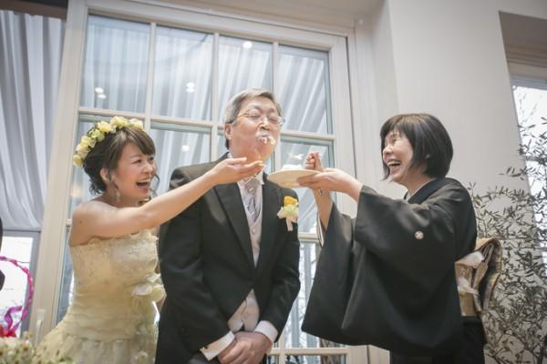 両親と花嫁様|ケーキ入刀