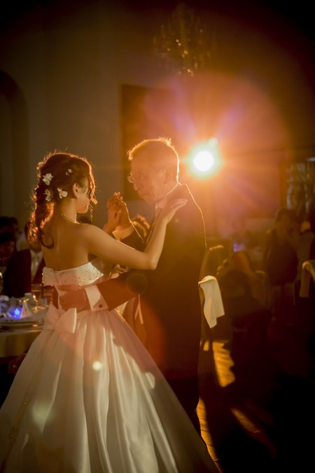 ダンスを踊るお父様と花嫁様|ピエトラセレーナ