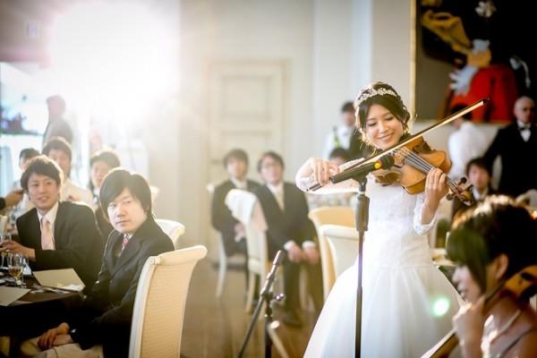 花嫁によるバイオリン演奏|ピエトラセレーナ