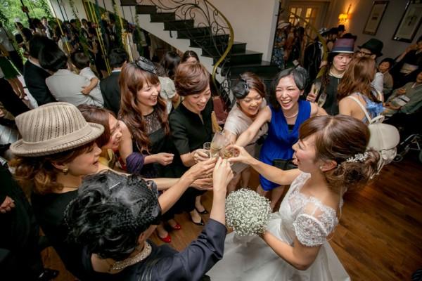 パーティを楽しむゲストと花嫁|ピエトラセレーナ