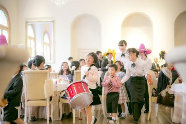 結婚式の子供たち