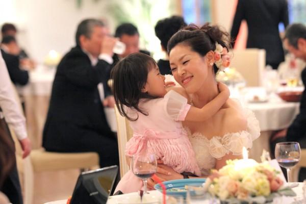 結婚式を楽しむ花嫁様
