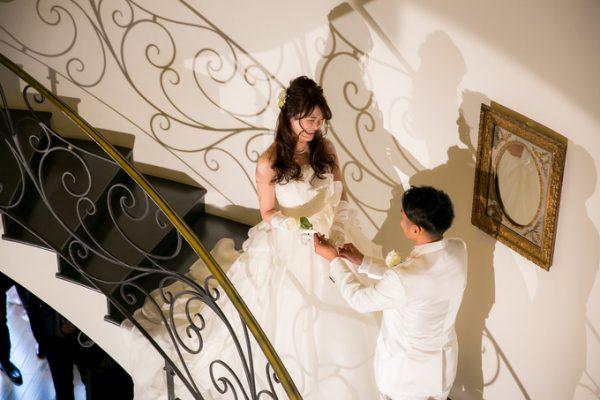 階段の入場|ピエトラセレーナ